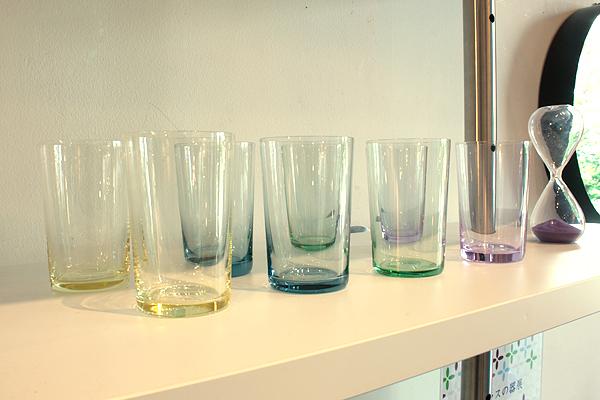 色ガラス・コップ