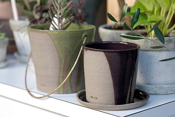 JUNIOさんの鉢カバーと植木鉢